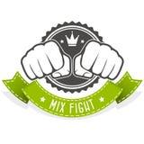 Emblema del club de la lucha de la mezcla con dos puños Stock de ilustración