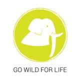 Emblema del vector para el día del ambiente mundial Silueta y lema del elefante Imagen de archivo