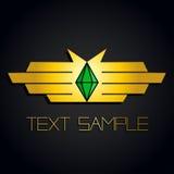 Emblema dell'oro delle mani o delle ali con la pietra verde smeraldo verde su fondo nero Immagini Stock