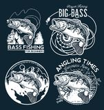 Emblema di Bass Fishing su fondo nero Illustrazione di vettore Fotografia Stock