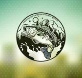 Emblema di Bass Fishing sul fondo della sfuocatura Illustrazione di vettore Immagine Stock