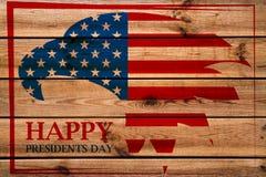 Emblema di presidenti Day con l'aquila americana nel telaio rosso Priorità bassa di legno fotografia stock