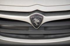 Emblema do carro de Proton, fabricante de carro famoso do malaio fotografia de stock
