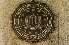 Emblema do FBI no J : O J B Mim Construção em Wa do centro fotos de stock royalty free