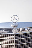 Emblema do Mercedes-Benz do carro Fotografia de Stock