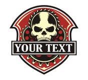 Emblema do vermelho da engrenagem do crânio Fotos de Stock Royalty Free