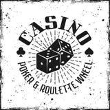 Emblema do vetor do casino com dados de jogo imagens de stock