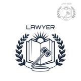 Emblema do vetor do advogado da grinalda, do livro e do martelo Imagem de Stock Royalty Free