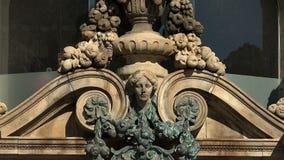 Emblema do vintage na parede de uma casa velha Barcelona spain filme