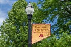 Emblema e colori della città universitaria sulla città universitaria dell'università di Minn Fotografia Stock