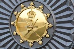 Emblema omanense - espadas e khanjar imagens de stock royalty free