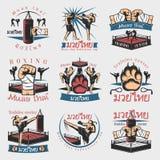 Emblemas coloridos de Kickboxing fijados stock de ilustración