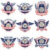 Emblemas del voleibol en el fondo blanco Diseñe el elemento para el logotipo, etiqueta, emblema, muestra, insignia stock de ilustración