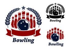 Emblemas do boliches com bola e boliches de nove garrafas Fotos de Stock Royalty Free