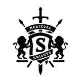 Emblemas, leões dos protetores e espadas heráldicos ilustração royalty free