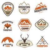 Emblemas retros da montanha e do curso e grupo de etiquetas Imagem de Stock