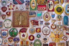 Emblemas soviéticos velhos da propaganda - Rússia Fotos de Stock
