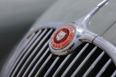 Emblemata samochodowy jaguar kx 150 przy wystawą retro samochód zwalcza w Cypr zdjęcie stock
