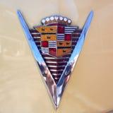Emblemet av en Cadillac, amerikanaren av 40-tal, modellerar yoga Matt, 1947 för 62 kupé Raritet Hamburg, Tyskland Fotografering för Bildbyråer