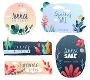 Emblemi decorativi di estate della primavera Elementi decorativi tirati tendenza dello stile royalty illustrazione gratis