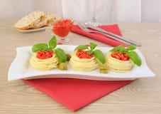 Emboîtement des spaghetti avec la rectification de tomate photos libres de droits