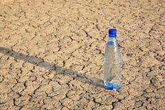 Embotelle con agua una Fotos de archivo