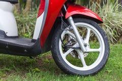 Embout avant d'un scooter rouge photos libres de droits