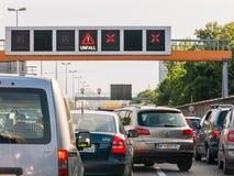Embouteillage après accident sur la route, Vienne, Autriche Photo stock