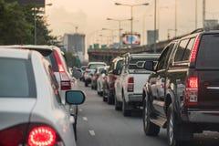 Embouteillage avec la rangée de la voiture Photo stock