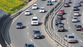 Embouteillage de voiture sur la route, route, le trafic dans la ville, heure de pointe banque de vidéos