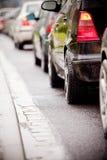 Embouteillage sous la pluie noyée de cause d'omnibus Photos stock