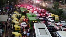 Embouteillage sur la route banque de vidéos