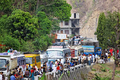 Embouteillage sur la route d'Araniko Image stock