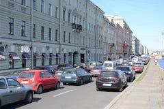 Embouteillage sur le remblai de canal de Fontanka Images libres de droits