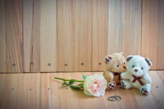 Embrace Bears in love, sit near Ring and pastel Rose Royalty Free Stock Photography