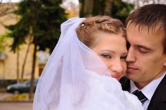 Embraces of a just married couple Royalty Free Stock Photography