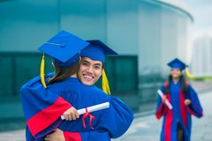 Embracing graduates Royalty Free Stock Photos
