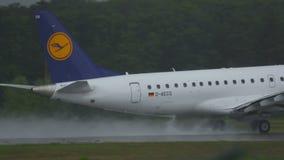 Embraer 190 accélère et décollage banque de vidéos