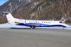 Embraer ERJ-135BJ en el aeropuerto de Engadin Imagenes de archivo