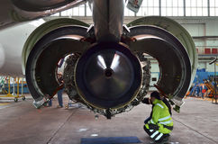 Embraer 195 jetmotor Royaltyfri Fotografi
