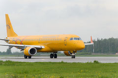 Embraer 195LR Saratov airlines taxiing Royalty Free Stock Images