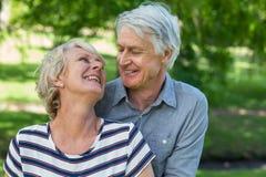 Embrassement aîné de couples Images stock