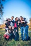 Embrassement adolescent de groupe Photos libres de droits