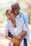 Embrassement africain de couples Images stock