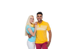 Embrassement de sourire de beau jeune amour heureux de couples, sourire hispanique de femme d'homme Photo stock