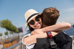 Embrassement gai de couples Photo libre de droits