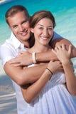 Embrassement heureux de couples Photographie stock libre de droits