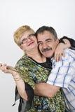 Embrassement mûr heureux de couples Images libres de droits