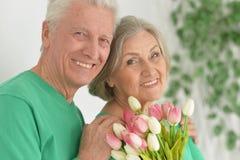 Embrassement plus âgé heureux de couples Photos libres de droits