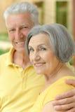 Embrassement plus âgé heureux de couples Photographie stock
